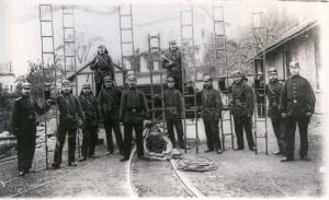 Übung im Rosengarten, um 1900